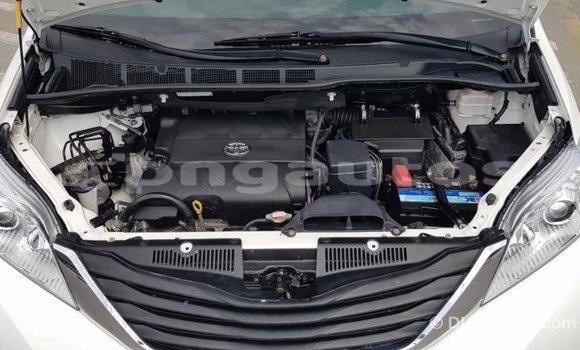 Buy Import Toyota Sienna White Car in Import - Dubai in Enga