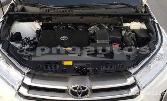 Buy Import Toyota Highlander White Car in Import - Dubai in Enga