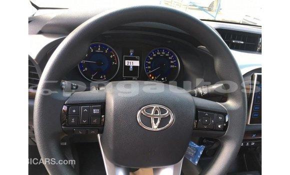 Buy Import Toyota Hilux White Car in Import - Dubai in Enga