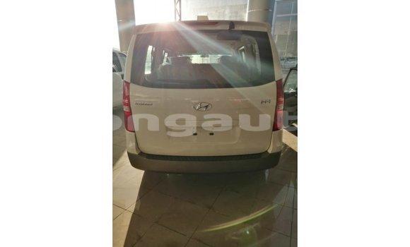 Buy Import Hyundai Accent White Car in Import - Dubai in Enga