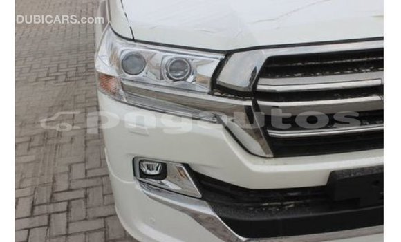 Buy Import Toyota Land Cruiser White Car in Import - Dubai in Enga
