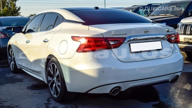 Big with watermark nissan maxima enga import dubai 3909