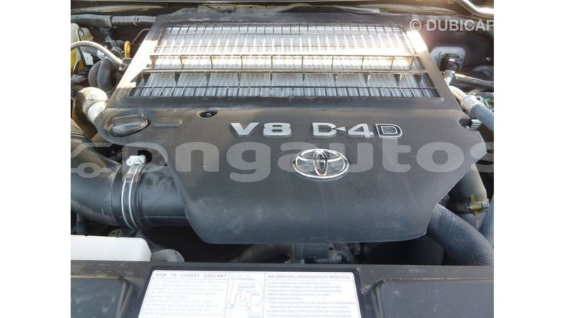 Big with watermark toyota land cruiser enga import dubai 4639