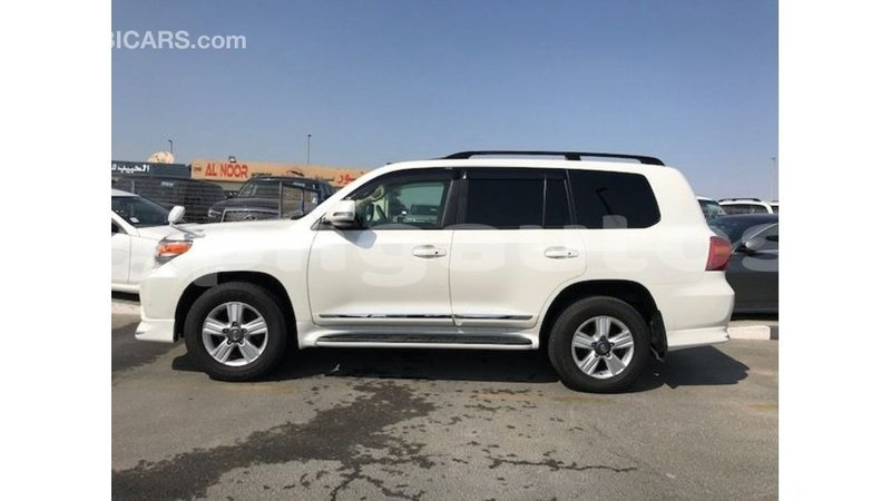 Big with watermark toyota land cruiser enga import dubai 5135