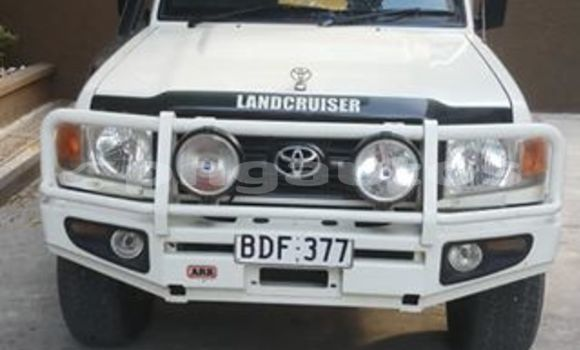 Buy Used Toyota Landcruiser White Car in Lae in Morobe