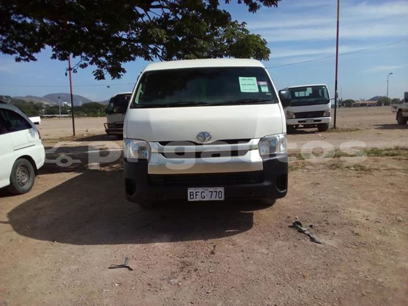 Buy Used Toyota Hiace White Car in Lae in Morobe - PNGautos