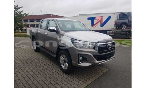 Medium with watermark toyota hilux enga import dubai 5449