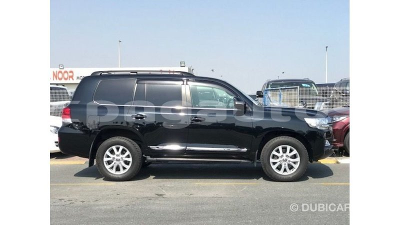 Big with watermark toyota land cruiser enga import dubai 5476