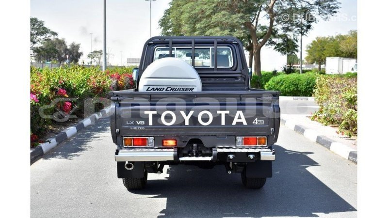Big with watermark toyota land cruiser enga import dubai 5736