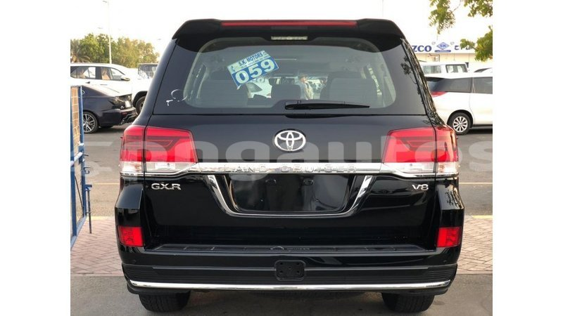 Big with watermark toyota land cruiser enga import dubai 6015