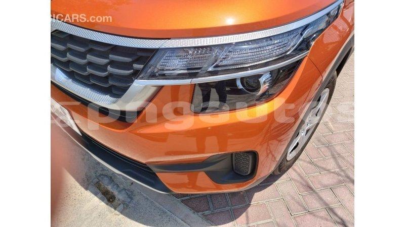 Big with watermark kia carens enga import dubai 6027