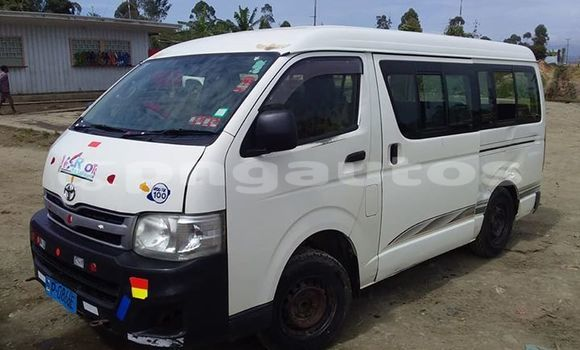 Buy Used Toyota Hiace White Car in Kundiawa in Simbu
