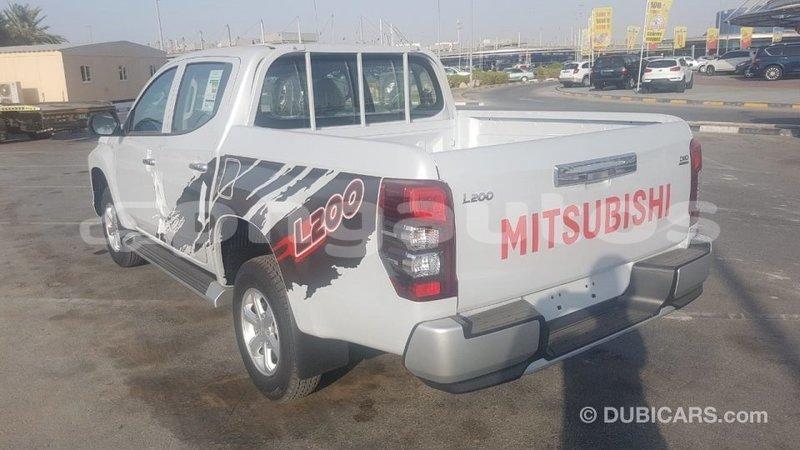 Big with watermark mitsubishi l200 enga import dubai 6077