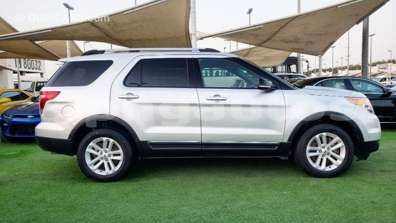Big with watermark ford explorer enga import dubai 6131
