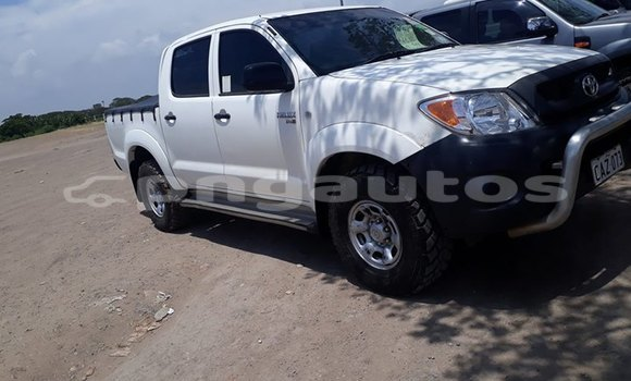 Buy Imported Toyota Hilux White Car in Port Moresby in National Capital District