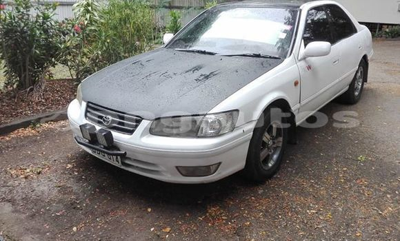 Buy Imported Toyota Camry White Car in Port Moresby in National Capital District