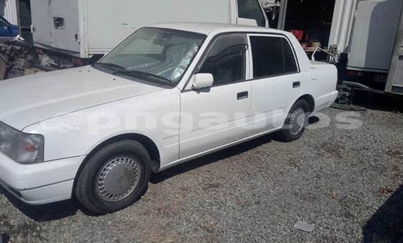 Buy Imported Toyota Crown White Car in Port Moresby in National Capital District