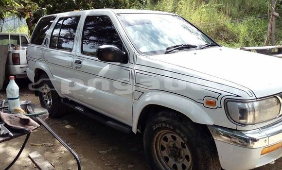 Buy Imported Nissan Pathfinder White Car in Port Moresby in National Capital District