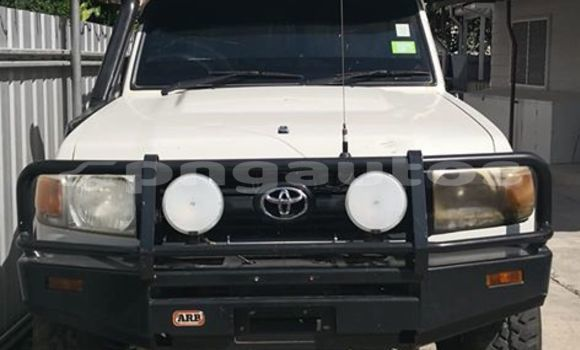 Buy Imported Toyota Land Cruiser White Car in Port Moresby in National Capital District