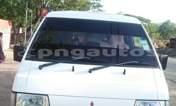 Buy Used Mitsubishi L300 White Car in Port Moresby in National Capital District