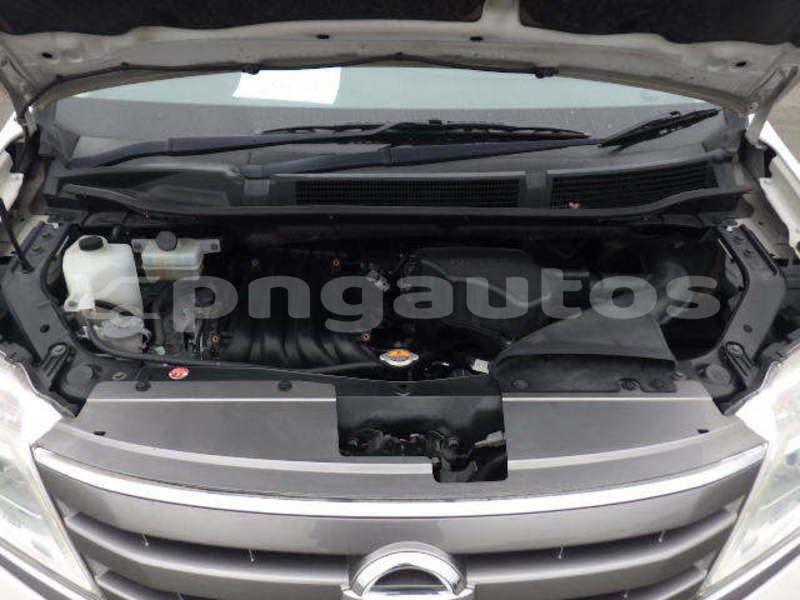 Big with watermark nissan serena national capital district port moresby 6579