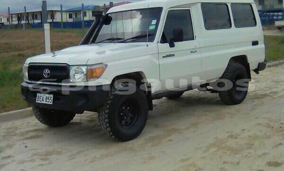 Buy Used Toyota Land Cruiser White Car in Port Moresby in National Capital District