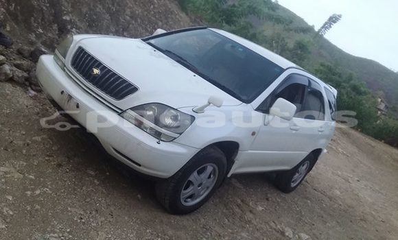 Buy Used Toyota Harrier White Car in Port Moresby in National Capital District