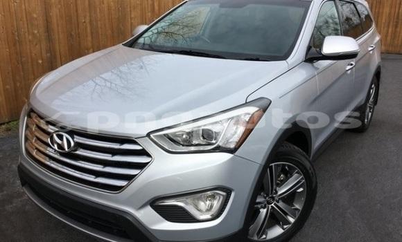 Buy Used Hyundai Santa Fe Silver Car in Port Moresby in National Capital District