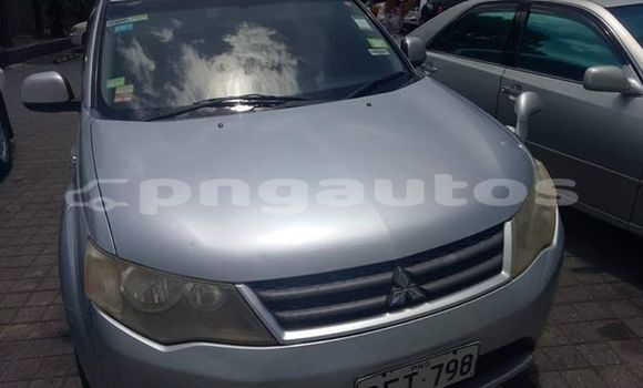 Buy Used Mitsubishi Outlander Silver Car in Port Moresby in National Capital District