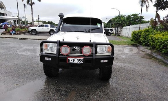Acheter Occasion Voiture Toyota Land Cruiser Blanc à Port Moresby, National Capital District