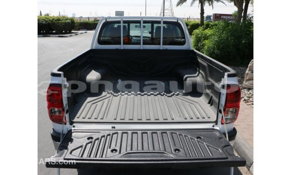 Buy Import Toyota Hilux White Car in Import - Dubai in Enga