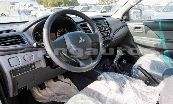 Buy Import Mitsubishi L200 White Car in Import - Dubai in Enga